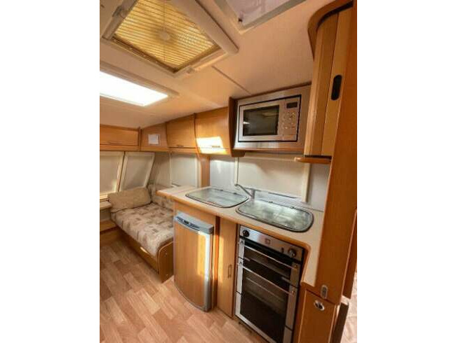 2008 Compass Corona Club 474 - Fixed Bed