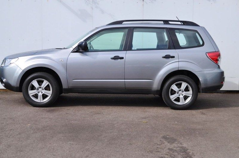 2010 Subaru Forester X 2.0 image 2