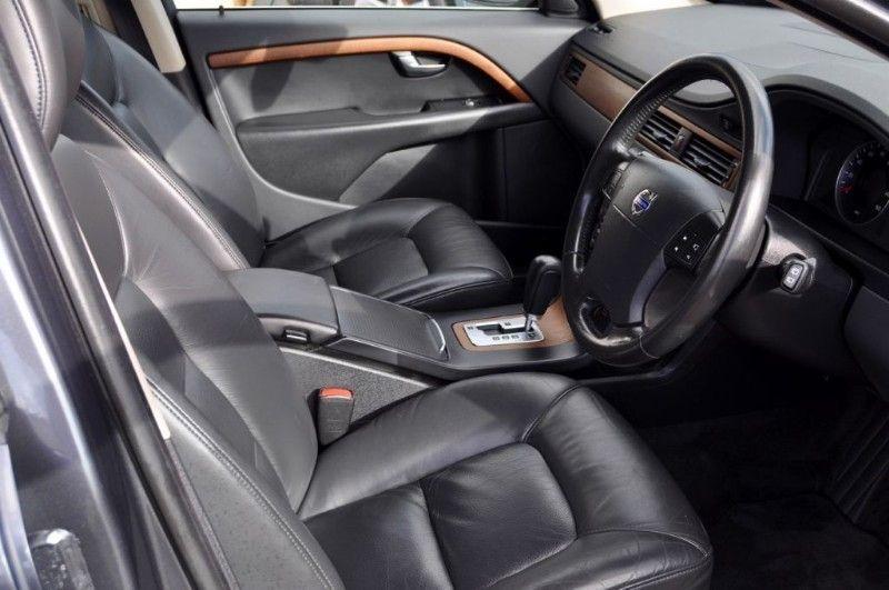 2008 Volvo V70 D SE LUX image 4