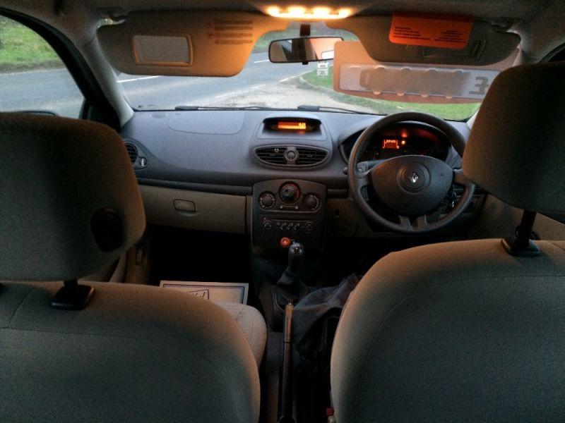 2006 Renault Clio 1.2 16v Expression 5dr image 4