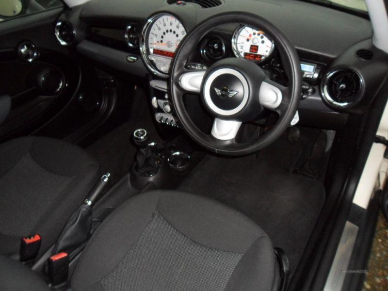 2009 MINI Cooper 1.6 image 4