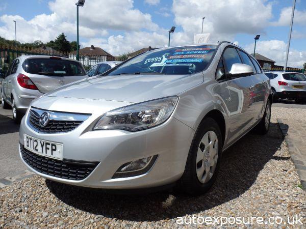 2012 Vauxhall Astra 1.7 CDTi 16V ecoFLEX ES image 2